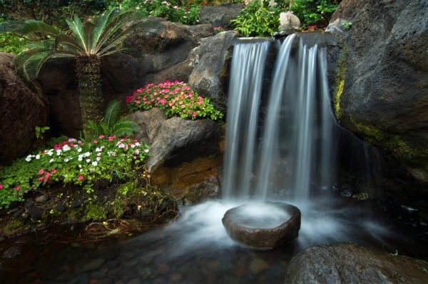 Landscaping with rocks and water small japanese garden for Small japanese water garden