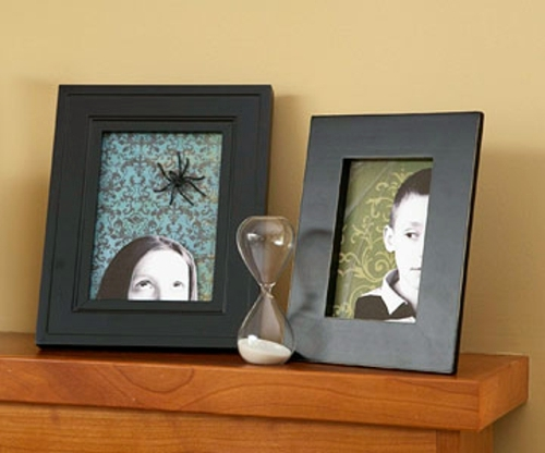 Ghostly halloween decorating ideas to do it yourself interior haunted photo frame ghostly halloween decorating ideas to do it yourself solutioingenieria Images