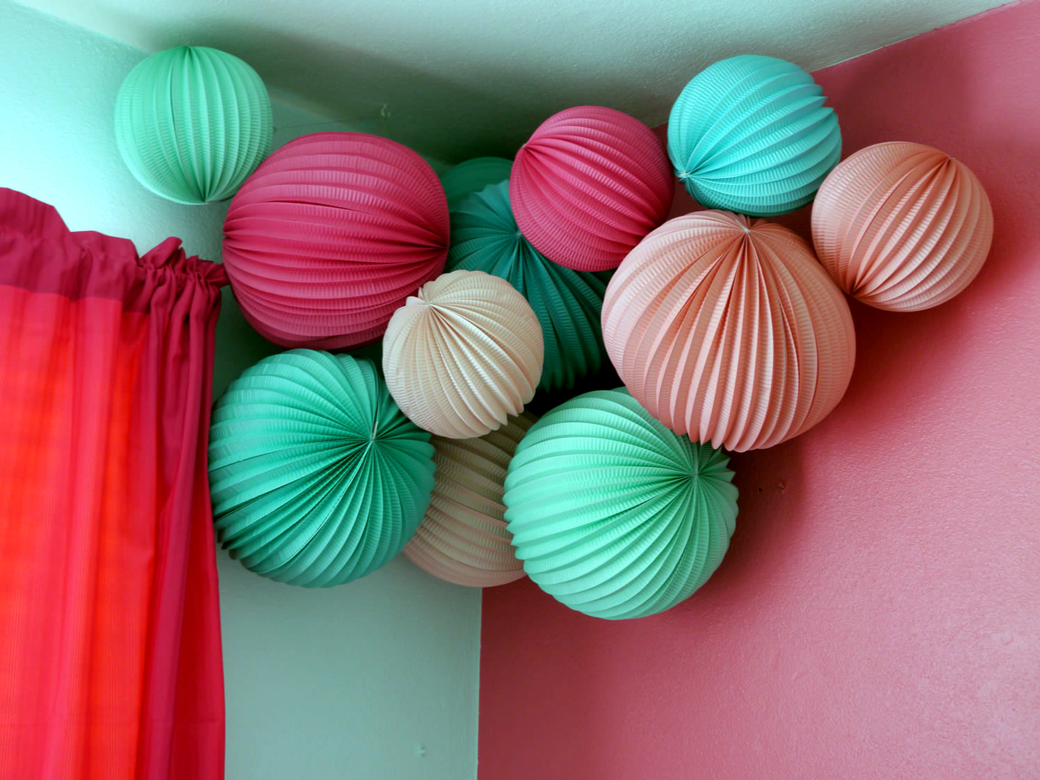 baby room decorating ideas with paper lanterns - Baby Zimmer Deko Junge