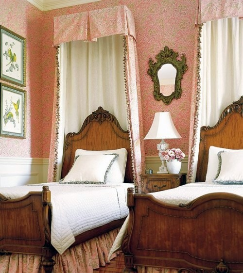 23 stylish and extravagant idea for a canopy bed in the for Extravagant bedroom designs