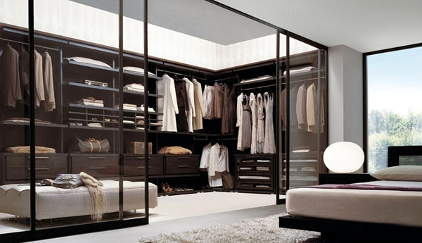 Captivating Large Dressing Room In The Master Bedroom Walk In Closet Plan   50 Dressing  Chic Furnishings Part 17
