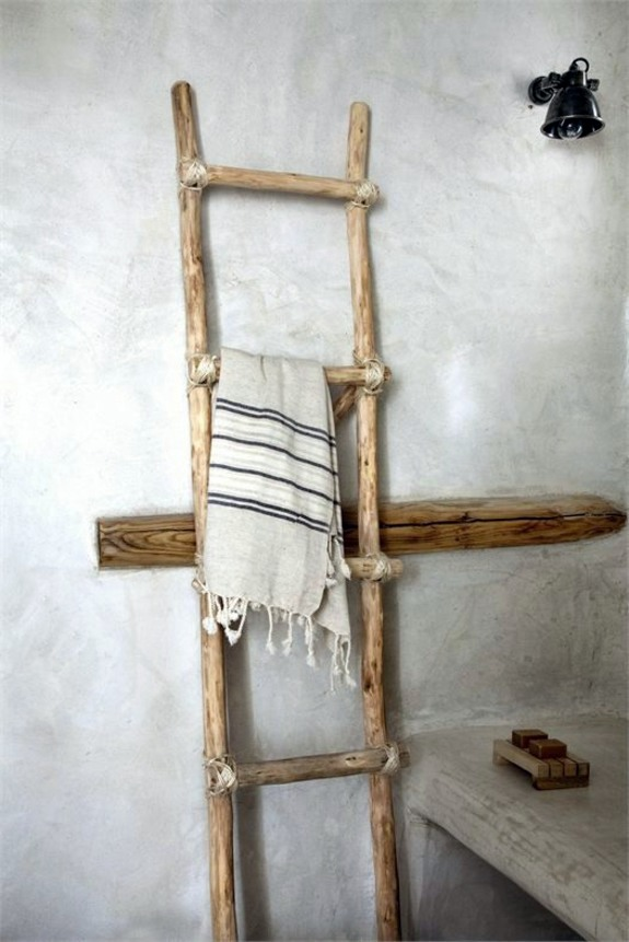 wooden towel ladder in both rustic as well as in modern. Black Bedroom Furniture Sets. Home Design Ideas