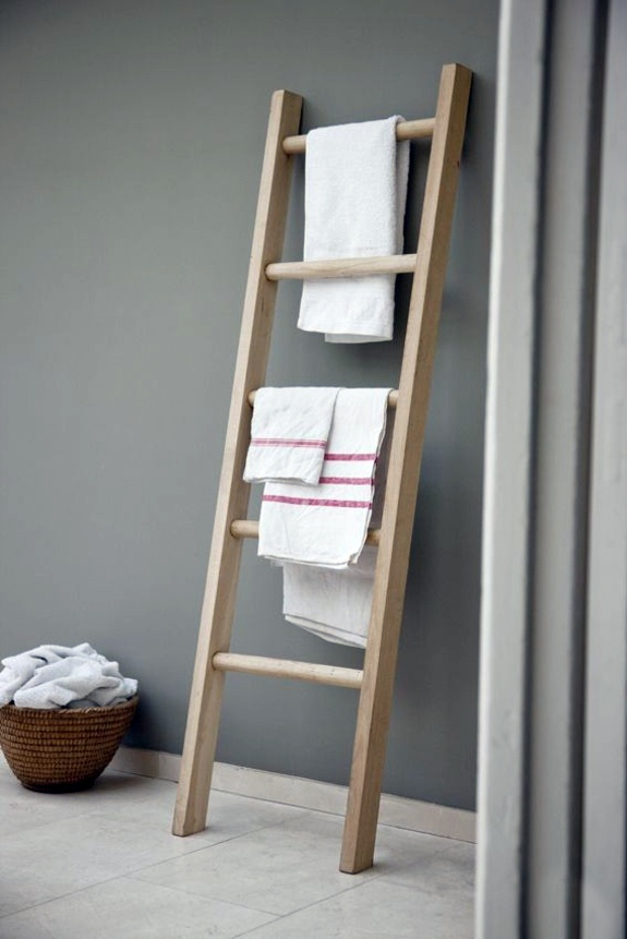 Bathroom towel ladder