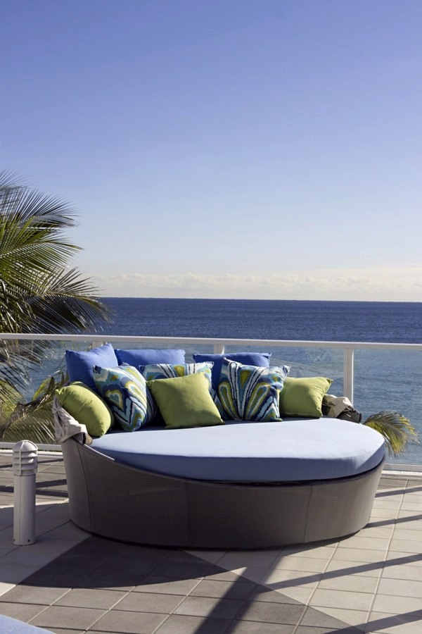 Comfortable Pads And Blankets Cool Ideas For Day Bed In The Garden   Bed Of  Aqua Source Outdoor