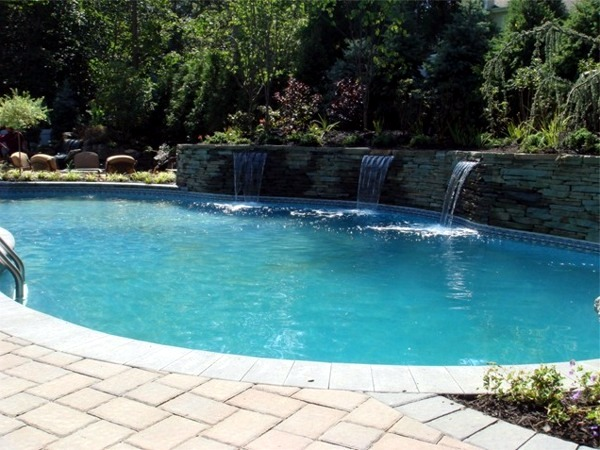 Pictures of pools kidney shaped pool designs a classic for Pool design 101