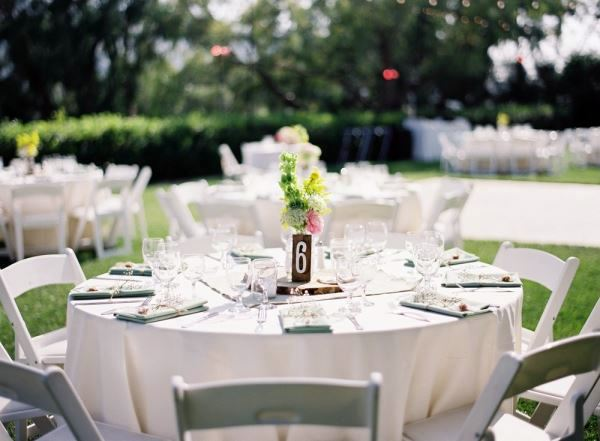 Glamorous wedding decoration in the garden 10 inspiring for Garden table decorations