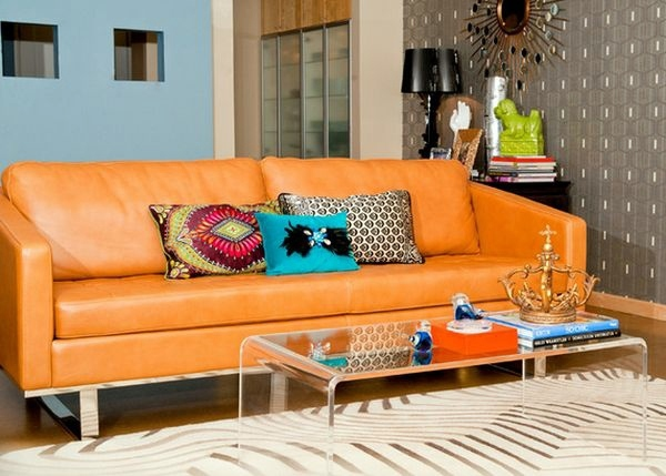 Coffee table made of acrylic glass complements any living room
