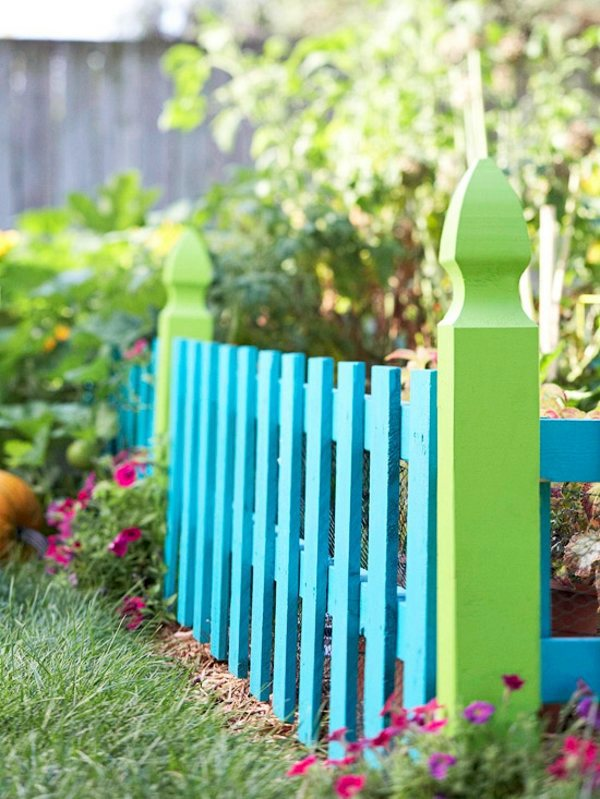 Colourful garden decorations make yourself how can you for Garden fence decoration ideas