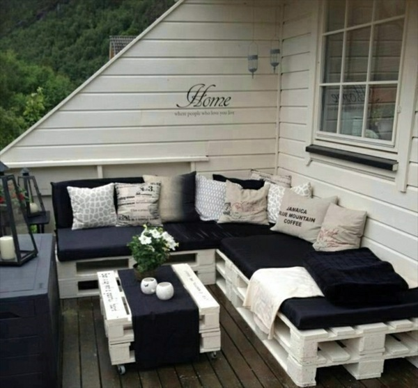 Diy furniture from euro pallets 101 craft ideas for wood for Terrace seating ideas