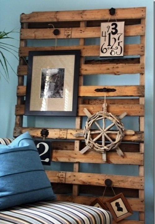 Cool furniture from euro pallets 55 craft ideas for for Pallet wall on wheels