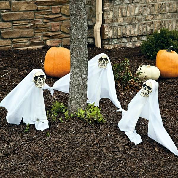 Halloween party decoration in garden interior design - Deco citrouille pour halloween ...