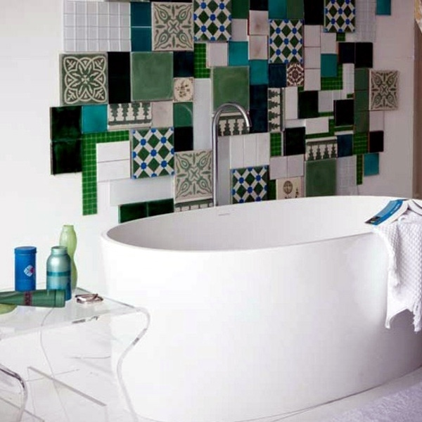 Badezimmer - Small bathroom tile - bright tiles make your bathroom appear larger
