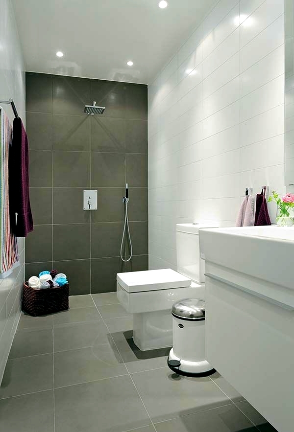 Merveilleux Small Bathroom In A Minimalist Style Small Bathroom Tile   Bright Tiles  Make Your Bathroom Appear Larger