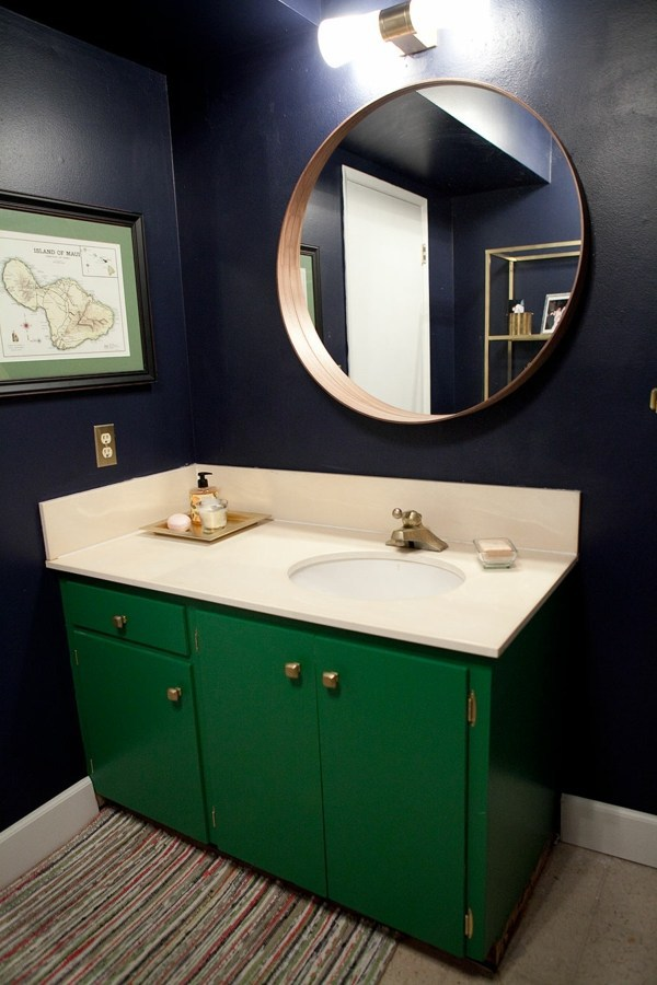 Dark Spots On The Mirror In The Bathroom And How To Avoid