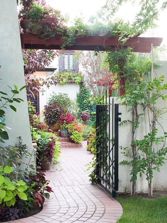 Garden Fence Practical And Aesthetic Applications