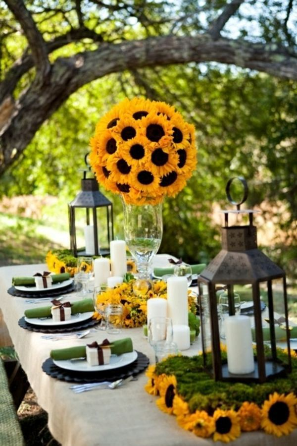 Green Mood table decoration in green and yellow colors for a festive mood