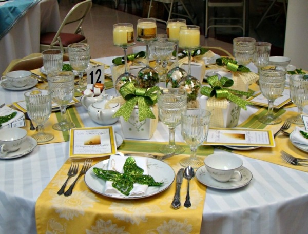 Table decoration in green and yellow colors for a festive mood ...