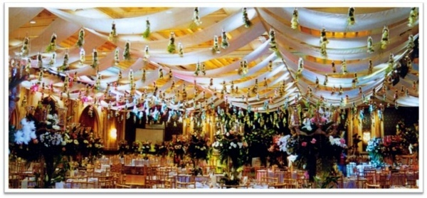 Beautiful decorating ideas for extravagant wedding decoration beautiful decorating ideas for extravagant wedding decoration junglespirit Choice Image