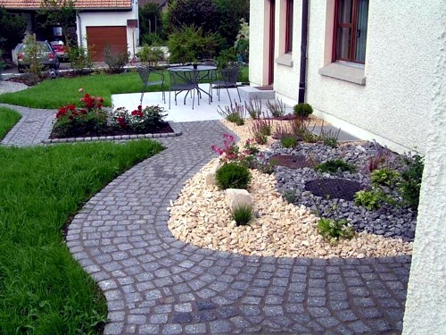 front garden design with gravel you want to give a striking front yard interior design. Black Bedroom Furniture Sets. Home Design Ideas