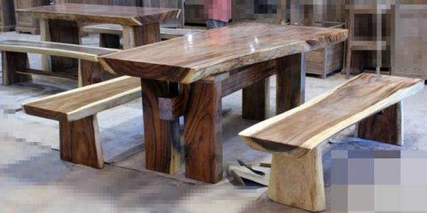 Dining table with bench in Euro pallets - practical dining table for outdoor use