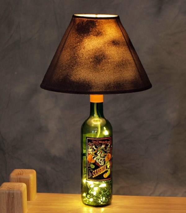 26 craft ideas for diy projects from wine bottles for Diy projects with wine bottles