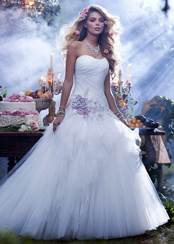 The most beautiful wedding dresses inspired by disney for Designer disney wedding dresses
