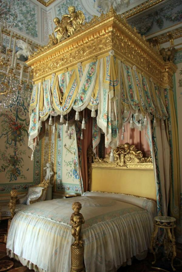 Baroque bedroom furniture such as the nobles sleep for Baroque lifestyle