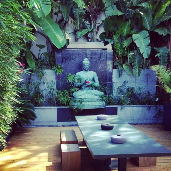 Beau Vertical Garden And Garden Furniture Creating A Zen Garden   The Main  Elements Of The Japanese Garden