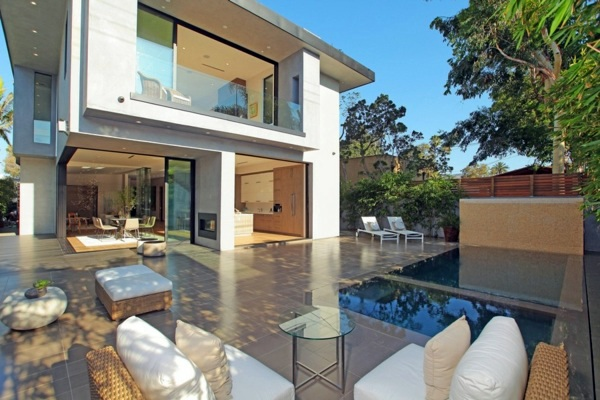 Modern luxury house with water features and modern design | Interior ...