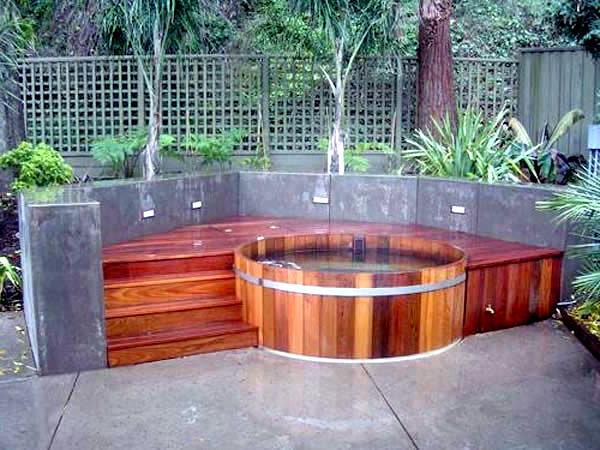 Portable Hot Tub For Outdoor Fun In The Garden Or Swimming Pool .
