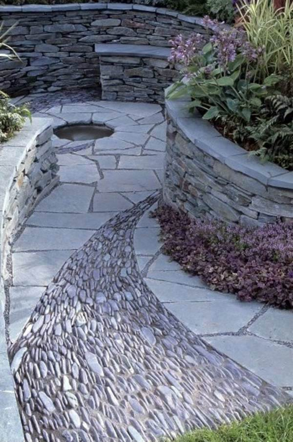 Dekoration - Landscaping with stones represents eternity