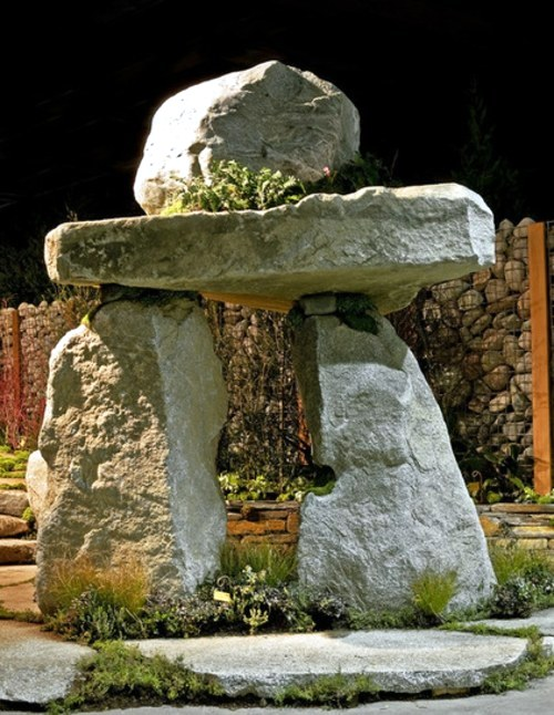Boulders in the garden for a more beautiful landscape Interior