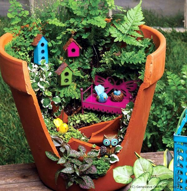 Creative landscaping with broken plant pots interior for Garden design ideas with pots