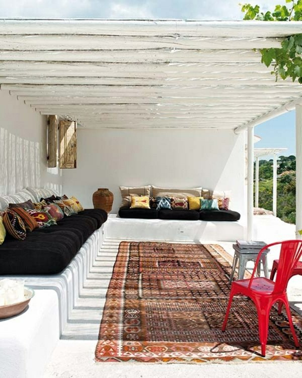 Persian Carpets Create A Cozy Feeling Covered Terrace   50 Ideas For Patio  Roof Of Modern Houses