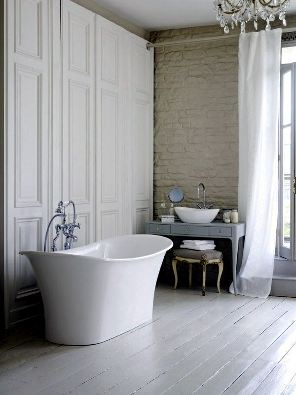 ... Freestanding Bathtub In Modern Bathroom