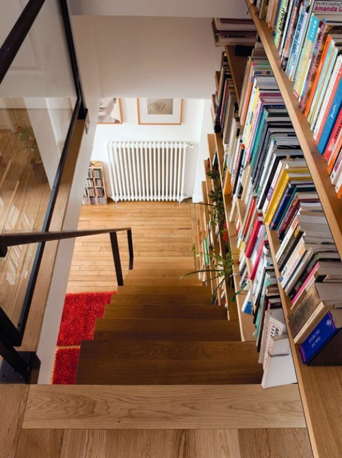 Install the library in the stairwell practical and interesting idea interior design ideas - Staircases with integrated bookshelves ...