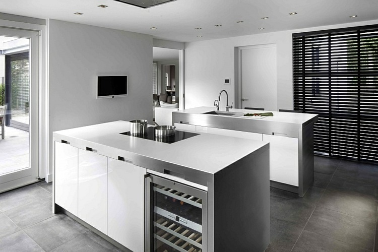 Stainless steel kitchen faucet how can you set up your for Kitchen setups interior
