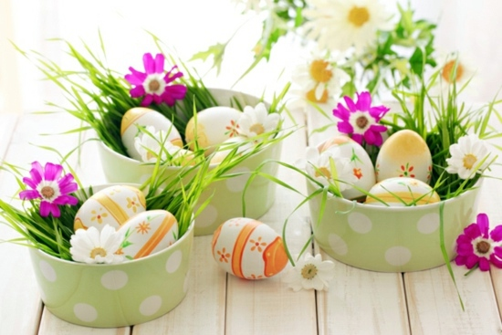dekoideen easter decoration ideas with brightly painted and splendidly decorated easter eggs - Easter Decoration