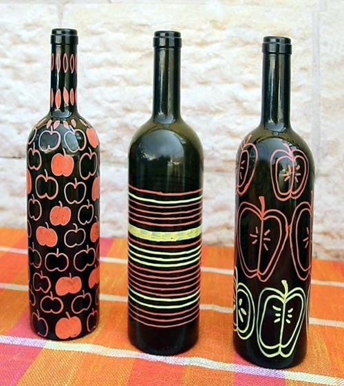 Tinkering with glass bottles 15 creative diy ideas to for What kind of paint to use for wine bottles