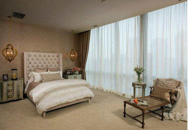 Room In A Glamorous Skyscraper Bedroom Design And Wall Colors   Charm And  Luxury In The Bedroom