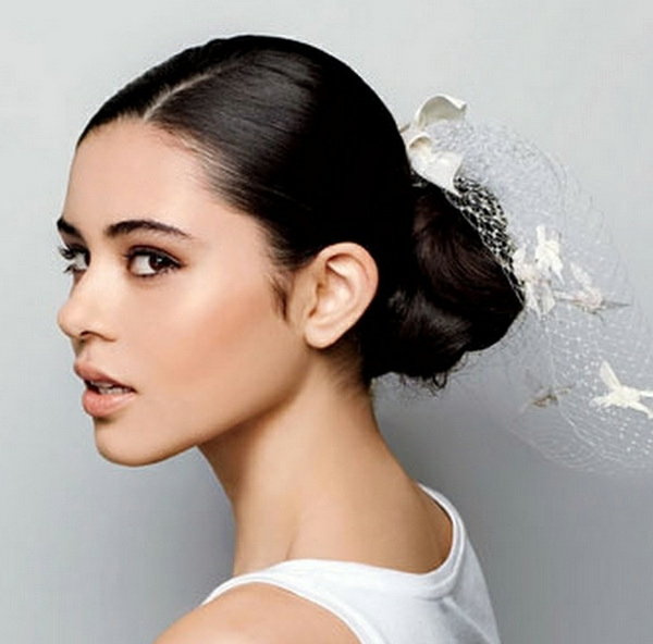 Vibrant with Spanish flair Wedding hairstyles to imitate for the modern  bride - Wedding Hairstyles To Imitate For The Modern Bride Interior