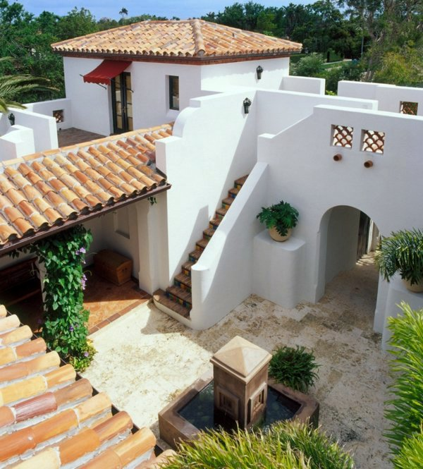 color decoration and other distinctive mediterranean