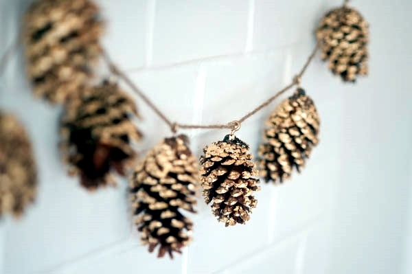 Pine cones and autumn leaves decorating ideas & Pine cones and autumn leaves decorating ideas | Interior Design ...