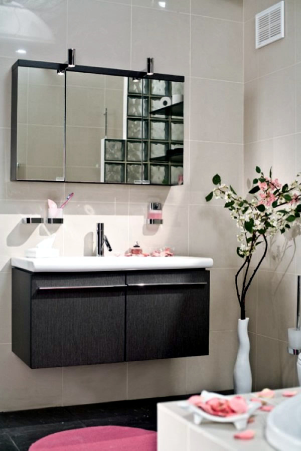 Decorating a small bathroom in japanese style interior for Japanese small bathroom design
