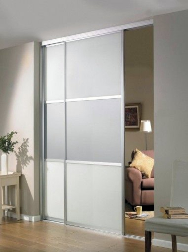Sliding doors as room dividers more privacy in the small for Puertas correderas interiores castorama