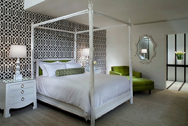 How To Use A Four Poster Bed Canopy To Good Effect: Bold Bedroom Color Ideas With Black And White Accents
