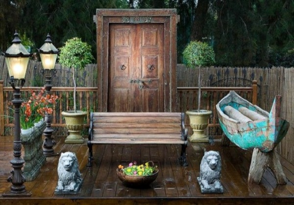 Old doors re use cool decoration and diy furniture for Outdoor garden doors