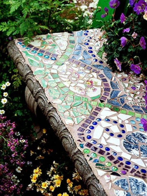13 beautiful designs for your mosaic in the garden. Black Bedroom Furniture Sets. Home Design Ideas