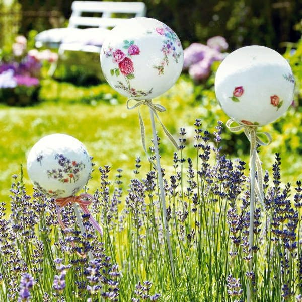 White Ball With Floral Motifs 60 Beautiful Garden Ideas   Garden Pictures  For Garden Decorations