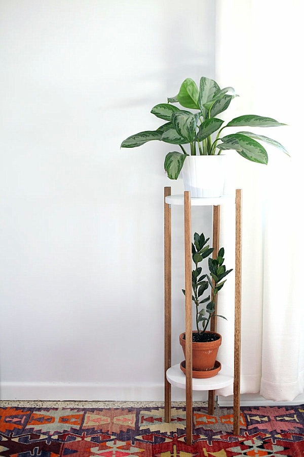 DIY Möbel - DIY Projects - Homemade plant stand for your space